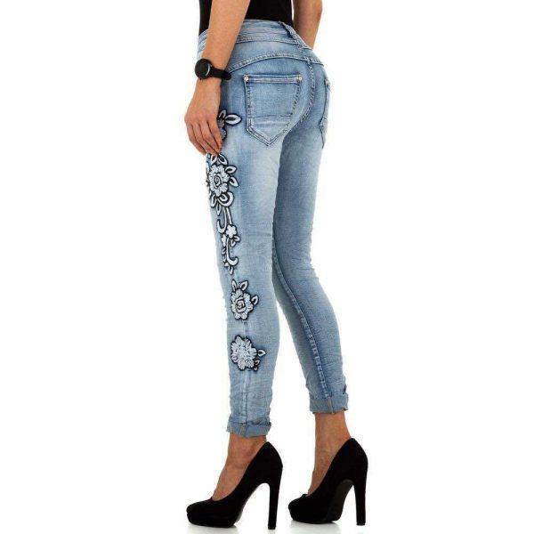 blaue Jeans mit weißer Blumenranke