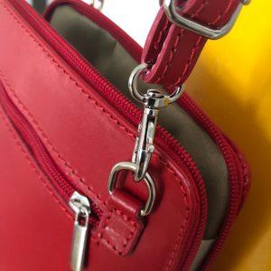 Ledertasche klein rot Details