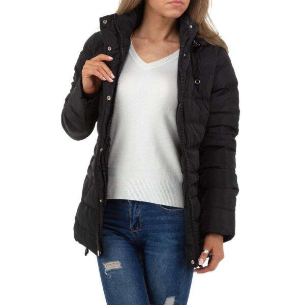 diese Winterjacke in schwarz ist mit einem flauschigem Stoff gefüttert und hat eine Kapuze