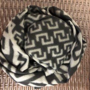 Flauschiger Schal in schwarz/hellgrau